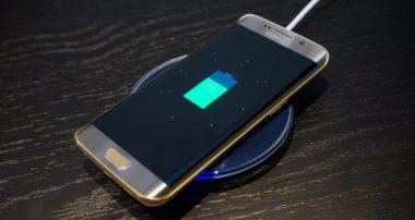зарядка на телефоне