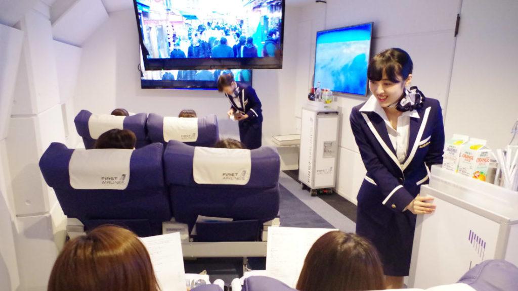 В Японії відкрили ресторан-літак з віртуальними польотами в інші країни