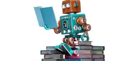 Робот читает книгу