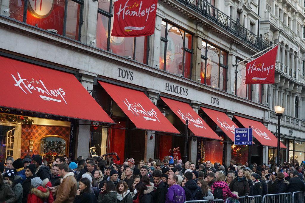 Hamleys, а флагманский магазин на Риджент-стрит в Лондоне