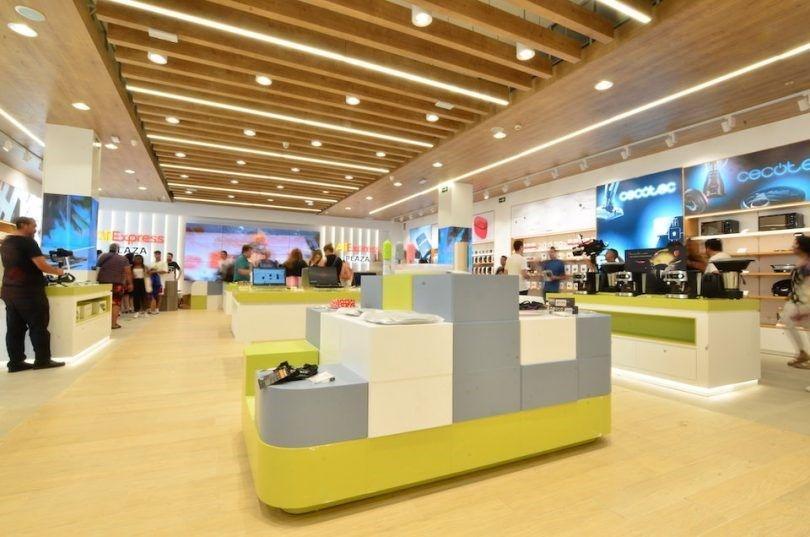 открытие первого физического магазина в Европе