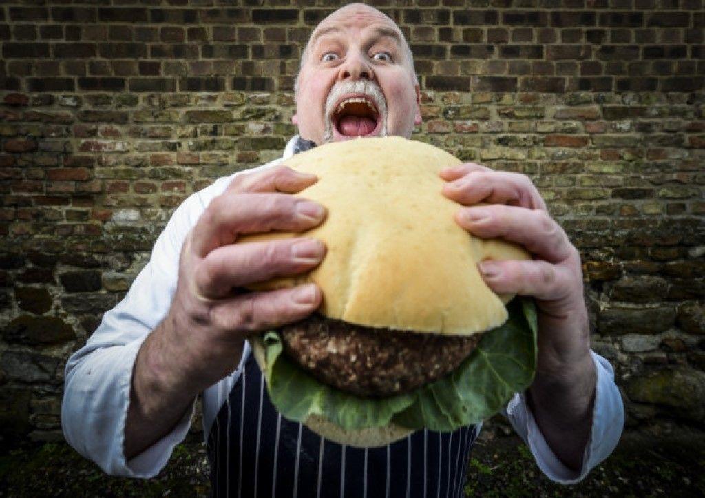 Four Pound Burger Challenge — ежегодный конкурс по поеданию огромных бургеров.