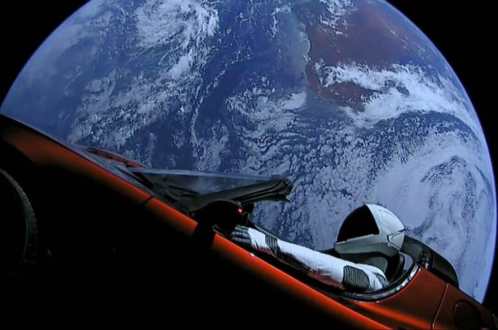 Запуск Tesla Roadster в космос