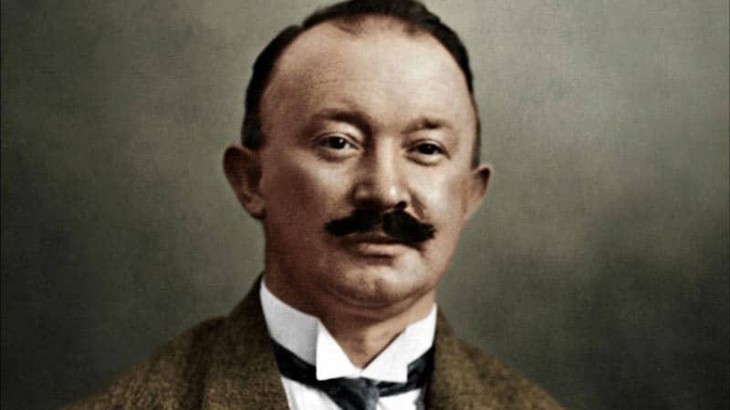 Хуго Босс начал швейный бизнес еще в 1923 году