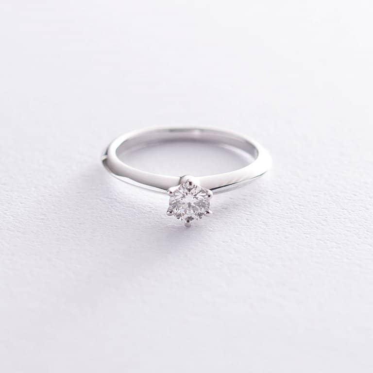 Кольцо с бриллиантом стало желанным атрибутом помолвки