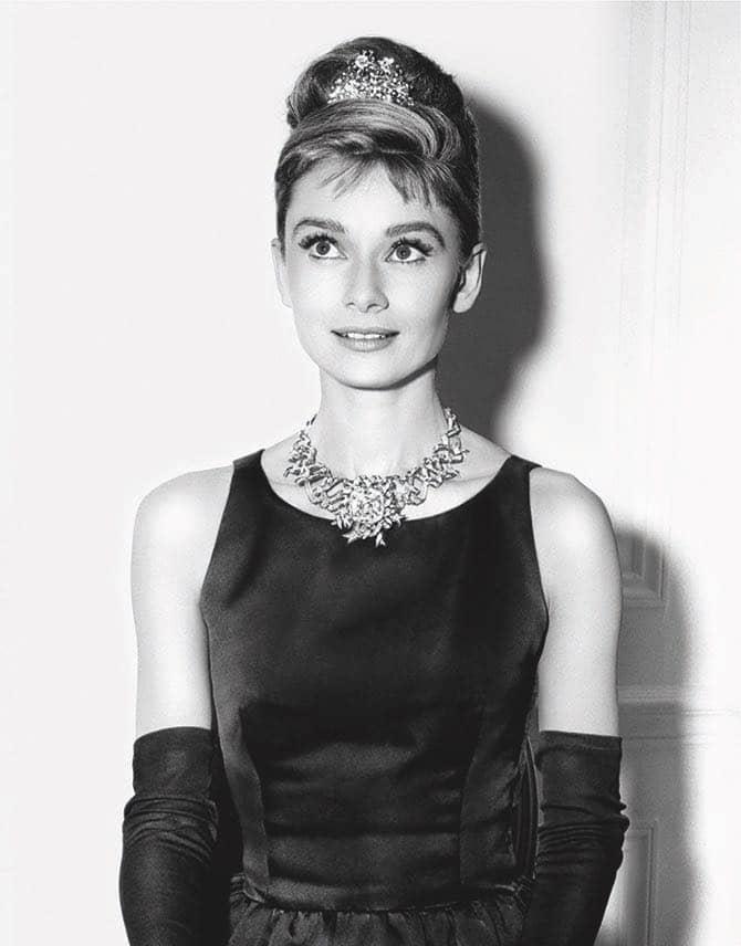 Одри Хепберн в колье со знаменитым желтым бриллиантом