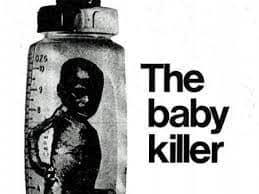 У звіті The Baby Killer говорилося, що Nestle маніпулює матерями з країн третього світу