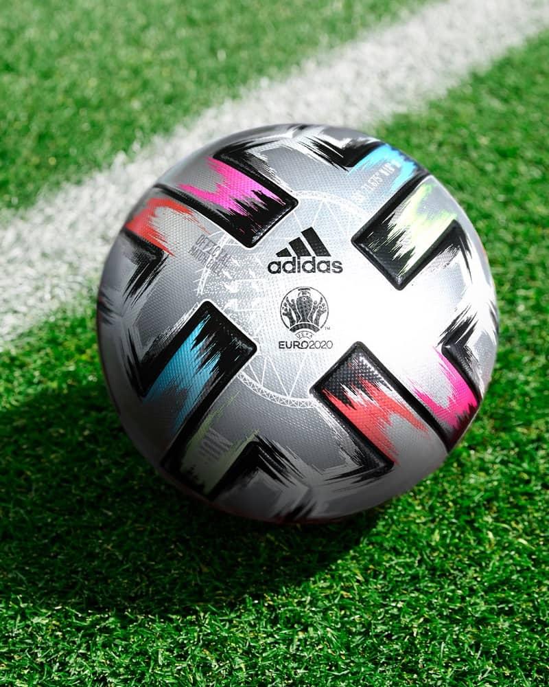 Этот мяч в Adidas разработали специально для полуфиналов и финала Евро-2020