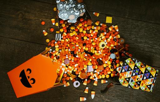 Червяки, зубы и Джек-фонарь — бренды специально выпускают сладости в таком виде на Хэллоуин