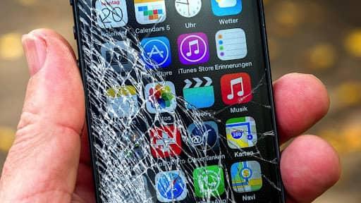 Разбитое стекло смартфон