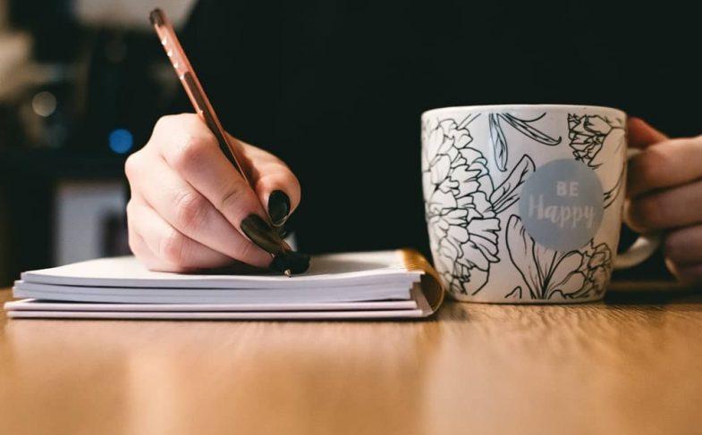 Диктанты на английском с нуля помогают практиковать письменные навыки, а также улучшают аудирование